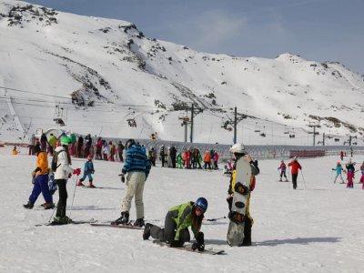 Snowboard rental for children Alto Campoo 1 day