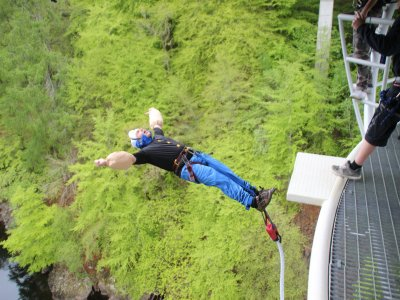 Bungee jumping at Garry River for 1.5h
