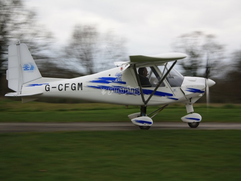 Getting a microlight flight