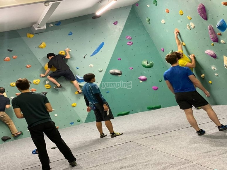 Climbing in groupd