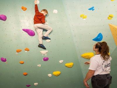Monkey Climbing West London Kids (5-7)