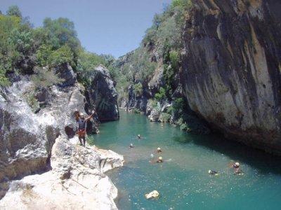 Descent of the Las Buitreras canyon in El Colmenar