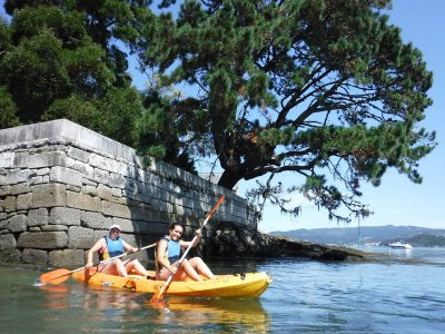 Kayak route to the island of San Simón in Cesantes