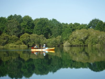 Kayaking and hiking on the Oitavén river in Barbudo