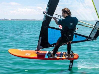 Windsurfing adventure at Brighton for 4h