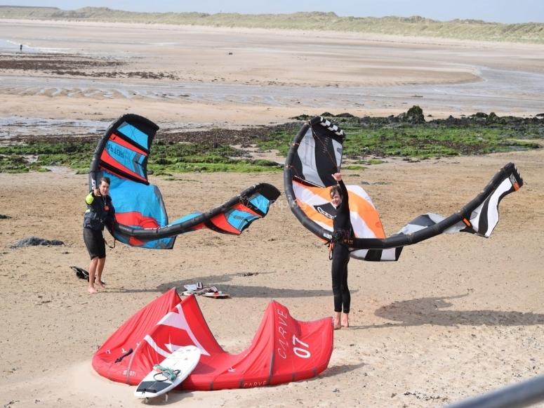 Setting the kites