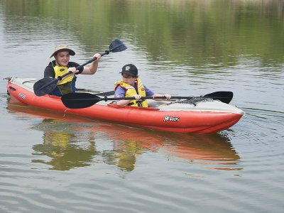 Double Kayaking in Holborough Lakes 2 People 2 hrs