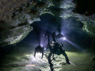 Night Diver PADI Course in Holborough Lakes 2 days