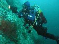 Sea wreck exploring