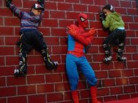Spiderman will help show you how it´s done!
