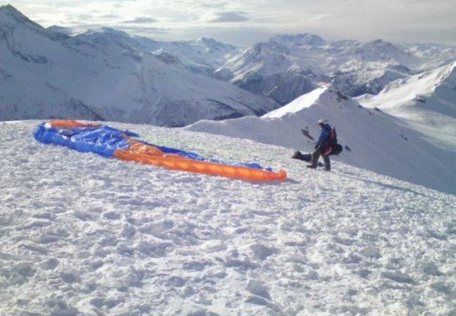 Winter paragliding